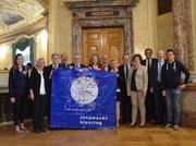 Der Verein «Kantonslager 2020 Jubla Luzern» posiert mit der Luzerner Bundeshausfraktion für ein gemeinsames Foto. (Bild: Jubla Luzern)
