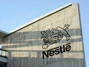 Nestlé macht sein Werk im deutschen Ludwigsburg Ende Jahr dicht. Grund dafür ist die sinkende Nachfrage nach Caro-Kaffee. Betroffen sind rund 100 Mitarbeiter. (Bild: KEYSTONE/LAURENT GILLIERON)