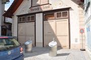 Vor dem alten Feuerwehrdepot an der Hauptstrasse findet bis am 5. Juli das WM-Public-Viewing statt. Während dieser Zeit sind die Unterflurbehälter geschlossen. (Bild: Andrea C. Plüss)