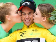 Der Australier Richie Porte (im Bild bei der Siegerehrung) löste Stefan Küng nach der 5. Etappe als Leader der Tour de Suisse ab (Bild: KEYSTONE/GIAN EHRENZELLER)