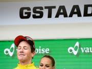 Der 24-jährige Thurgauer geniesst einen weiteren Tag im Gelben Trikot (Bild: KEYSTONE/GIAN EHRENZELLER)