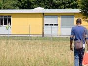 Letzte Station für abgewiesene Asylbewerberinnen und -bewerber: Das Ausreisezentrum in Embrach. (Bild: KEYSTONE/WALTER BIERI)