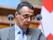 Was Bundesrat Ignazio Cassis im März zu den flankierenden Massnahmen gesagt hat, soll auch weiterhin gelten: «Der Bundesrat hat diese roten Linien bestätigt.» (Bild: KEYSTONE/ANTHONY ANEX)