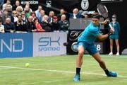 Kämpferischer Roger Federer: Startsieg in Stuttgart. Bild: Urs Lindt/Freshfocus (Stuttgart, 13. Juni 2018)