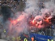 Fan-Krawalle beim Skandal-Match vom 12. Mai zwischen dem HSV und Borussia Mönchengladbach (Bild: KEYSTONE/EPA/DAVID HECKER)
