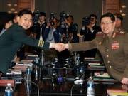 Hochrangige Militärvertreter Nord- und Südkoreas haben am Donnerstag erstmals seit rund zehn Jahren wieder Gespräche aufgenommen. (Bild: KEYSTONE/EPA YNA/YONHAP)