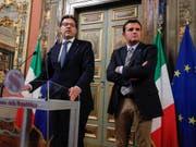 Das EU-Freihandelsabkommen mit Kanada steht auf der Kippe. Italiens neuer Agrarminister Gian Marco Centinaio (rechts) kündigte an, dass sein Land den Vertrag nicht unterschreiben werde. (Bild: KEYSTONE/AP ANSA/GIUSEPPE LAMI)