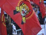 Das Bundesstrafgericht fällt sein Urteil gegen 13 mutmassliche Unterstützer der Tamil Tigers. Die Bundesanwaltschaft fordert Freiheitsstrafen zwischen 18 Monaten bedingt und sechseinhalb Jahren. Zum Prozessauftakt demonstrierten Sympathisanten der Tamil Tigers in Bellinzona. (Bild: Keystone/KEYSTONE/TI-PRESS/ALESSANDRO CRINARI)