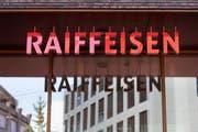 Raiffeisen Schweiz anerkennt die angeordneten Massnahmen der Finma. (Keystone/Gaetan Bally)