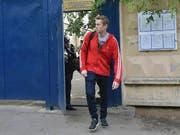Der Kreml-Kritiker Alexej Nawalny wurde kurz vor Anpfiff zur Fussball-WM in Russland nach 30 Tagen aus dem Gefängnis entlassen. (Bild: KEYSTONE/AP/DMITRY SEREBRYAKOV)