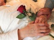 Sterbehilfeorganisationen sollen sich in Baselland künftig an den bei den Behörden entstandenen Kosten beteiligen müssen. (Bild: KEYSTONE/MARTIN RUETSCHI)