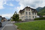 Die Gemeindeverwaltung ist noch bis 22. August im ehemaligen Schulhaus Dorf untergebracht. Zurzeit wird geprüft, ob die Wohnung im Dachgeschoss anschliessend als Raum für die Kindertagesstätte genutzt werden kann. (Bild: gk)