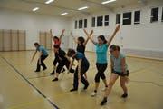 Die Frauenriege Pfyn übt ihre Gymnastik-Darbietung. (Bild: Anita Gonzales Castro)