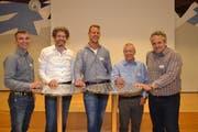 Martin Antemann, Geschäftsführer «Säntis Innovations-Cluster Holz»; Stefan Zöllig, Timbatec AG; Stefan Müller, Präsident; Hermann Blumer, Création Holz AG, sowie Enrico Uffer, Savognin (von links). (Bilder: Adi Lippuner)