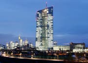 Hauptsitz der Europäischen Zentralbank in Frankfurt. (Michael Probst/AP; 17. November 2014)