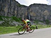 Der Leader Richie Porte vom Team BMC auf dem Weg von Fiesch nach Gommiswald (Bild: KEYSTONE/GIAN EHRENZELLER)