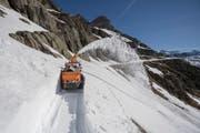 Schneeräumung am Sustenpass (Bild: Urs Flüeler / Keystone (Meiental, 16. Mai 2017))