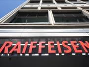 Finma rügt schwerwiegende Mängel bei Raiffeisen (Bild: KEYSTONE/GAETAN BALLY)