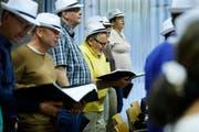 Der Chor Lusingando probt im Singsaal des Schulhauses Röhrliberg in Cham bereits die «Crime Time». Bild: Stefan Kaiser (13. Juni 2018)