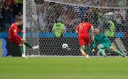 Penalty - Tor: Cristiano Ronaldo (links) trifft zum 1:0 für Portugal. (Bild: Keystone)