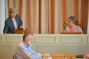 Die neue Vizepräsidentin Alexandra Beck nimmt nach ihrer Wahl neben der neuen Präsidentin Elsi Bärlocher Platz. (Bild: Mario Testa)