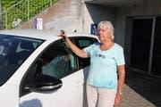Verena Stoop aus Rorschacherberg findet die Blaue Zone in der Rorschacher Kronenstrasse irreführend. (Bild: Martin Rechsteiner)
