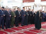 Der syrische Präsident Baschar al-Assad beim Eid-al-Fitr-Gebet in einer Moschee in Tartus. (Bild: KEYSTONE/EPA / SANA/SANA HANDOUT)