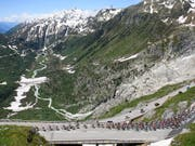Der Tour-de-Suisse-Tross 2018 beim Aufstieg zum Furkapass (Bild: KEYSTONE/GIAN EHRENZELLER)