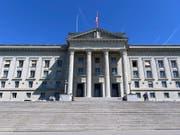 Das Bundesgericht soll sich mehr mit bedeutenden Fällen und weniger mit Bagatellen befassen. (Bild: KEYSTONE/LAURENT GILLIERON)
