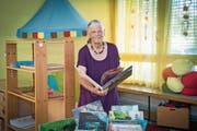 «Meine Neugier hat nie nachgelassen, bleibt meine Motivation und mein Motor»: Susanna Gerber im Tageshort in der Lachen, den sie 30 Jahre lang geleitet hat. (Bild: Ralph Ribi)