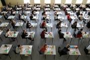 Locker bleiben, wenn eine wichtige Prüfung ansteht, ist für einige Studentinnen und Studenten kaum denkbar. (Symbolbild Keystone/DPA/Bernd Wüstneck)