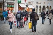 Einkaufen im Ausland (hier in Konstanz) ist bei Schweizern beliebt. Walter Meier setzt sich dafür ein, dass Kunden im In- und Ausland betreffend der Mehrwertsteuer gleich behandelt werden. (Bild: Michel Canonica)
