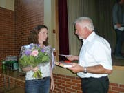 Claus Ullmann verabschiedet Michèle Graf-Maldini, die über 14 Jahre in verschiedenen Bereichen der Verwaltung arbeitete. (Bild: Ursula Junker)