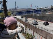 Die USA haben rund 2000 Flüchtlingskinder von ihren Eltern getrennt, als diese illegal über die Grenze von Mexiko in die Vereinigten Staaten eingereist sind. (Bild: KEYSTONE/AP/HANS-MAXIMO MUSIELIK)