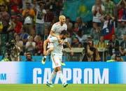 Spanischer Torjubel: Torschütze Diego Costa (unten) mit David Silva. (Bild: Keystone)
