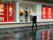 Die Kleiderkette H&M hat im zweiten Geschäftsquartal enttäuschend wenig Umsatz erzielt. (Bild: KEYSTONE/SALVATORE DI NOLFI)