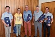 Die Neu-Pensionierten Emil Walker, Daniela Rothenfluh, Jürg Mathys, Walter Baumann und der Jubilar Erich Arnold (von links nach rechts wurden an der Versammlung geehrt. (Bild: PD)
