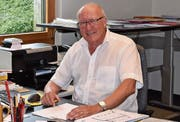 Heinz Jucker in seinem Büro der Création Holz AG in Herisau. (Bild: Miranda Diggelmann)