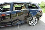 Das Unfall-Auto zeigt deutliche Spuren des Aufpralls. (Bild: Luzerner Polizei (Römerswil, 14. Juni 2018))