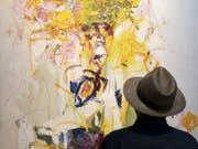 Besucher vor dem Bild «Composition» (1969) von Joan Mitchell. Es wurde an der Art Basel für 14 Millionen Dollar verkauft. (Bild: Keystone/GEORGIOS KEFALAS)