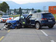 Bei einer Frontalkollision in Gerlafingen SO ist am Freitag an beiden Fahrzeugen Totalschaden entstanden. Die beiden Lenker kamen mit leichten Blessuren davon. (Bild: Kapo Solothurn) (Bild: Kapo SO)