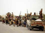 Der jemenitischen Regierung angehörende Einheiten vor den Toren von Hudeida (Bild: KEYSTONE/EPA/NAJEEB ALMAHBOOBI)