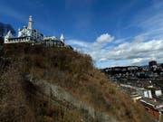 Soll um sechs Zimmer erweitert werden: Schlosshotel Gütsch hoch über Luzern. (Bild: KEYSTONE/URS FLUEELER)