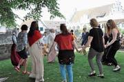 Das Schwingen der Tanzbeine auf der Burg Zug verband gestern die Kulturen. (Bild: PD (Zug, 16. Juni 2018))
