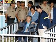 Die Begnadigung des ehemaligen Präsidenten Perus, Alberto Fujimori (Bildmitte), hat nun auch die Kritik eines Gerichtshofes auf sich gezogen. (Bild: KEYSTONE/EPA EFE / ANDINA/EDDY RAMOS / HANDOUT)