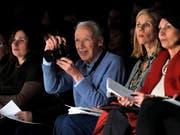 Die Arbeiten des unlängst verstorbenen US-Modefotografen Bill Cunningham wurden in New York mit einer Ausstellung geehrt. (Bild: KEYSTONE/EPA FILE/JASON SZENES)