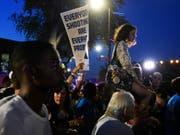 Kundgebung der Parkland-Überlebenden in Chicago, zu Beginn ihrer Bustour (Bild: KEYSTONE/AP/ANNIE RICE)