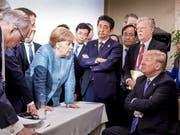 US-Präsident Donald Trump reagiert mit eigenen Bildern auf das weltweit verbreitete Foto mit der deutschen Kanzlerin Angela Merkel, weil es die Situation auf dem G7-Gipfel nicht korrekt widerspiegle. (Bild: KEYSTONE/AP German Federal Government/JESCO DENZEL)