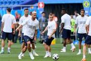 Letzte Ballberührungen vor dem grossen Auftritt (von links): Seferovic, Behrami, Shaqiri und Rodriguez (rechts). (Bild: Laurent Gilliéron/Keystone (Rostow am Don, 16. Juni 2018))