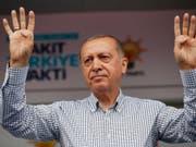 Der türkische Präsident, Recep Tayyip Erdogan, hat am Samstag einen Angriff seines Militärs auf PKK-Mitglieder im Nord-Irak bekanntgegeben. (Bild: KEYSTONE/AP POOL Presidency Press Service)